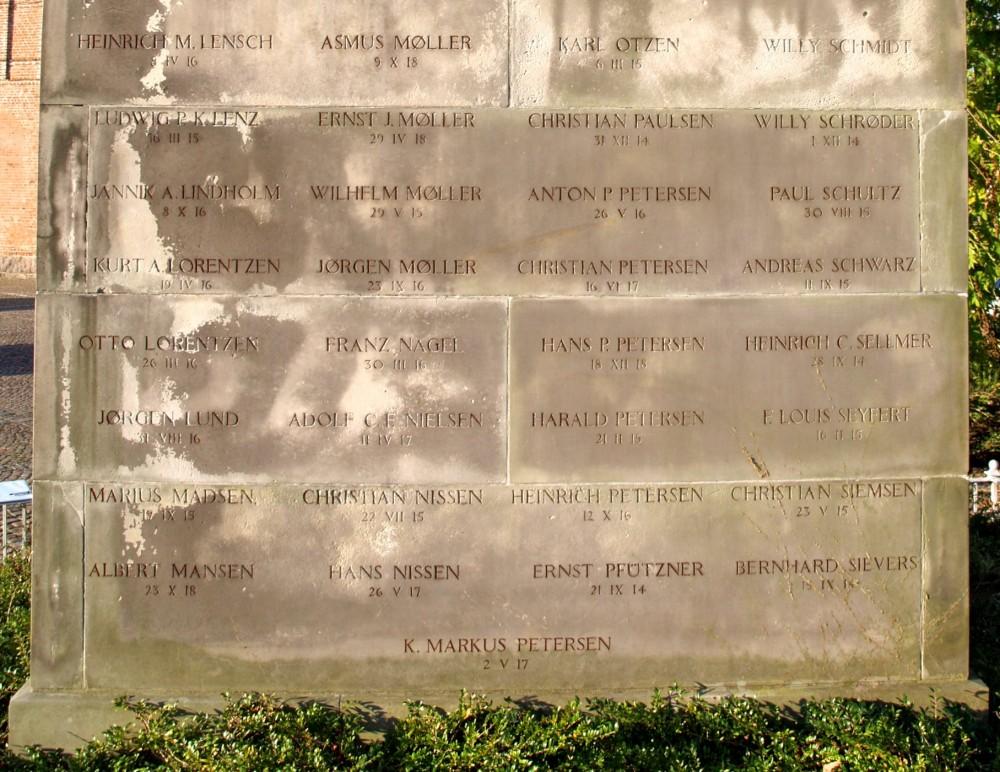 Detalje af mindesten ved Skt. Marie Kirke, Sønderborg