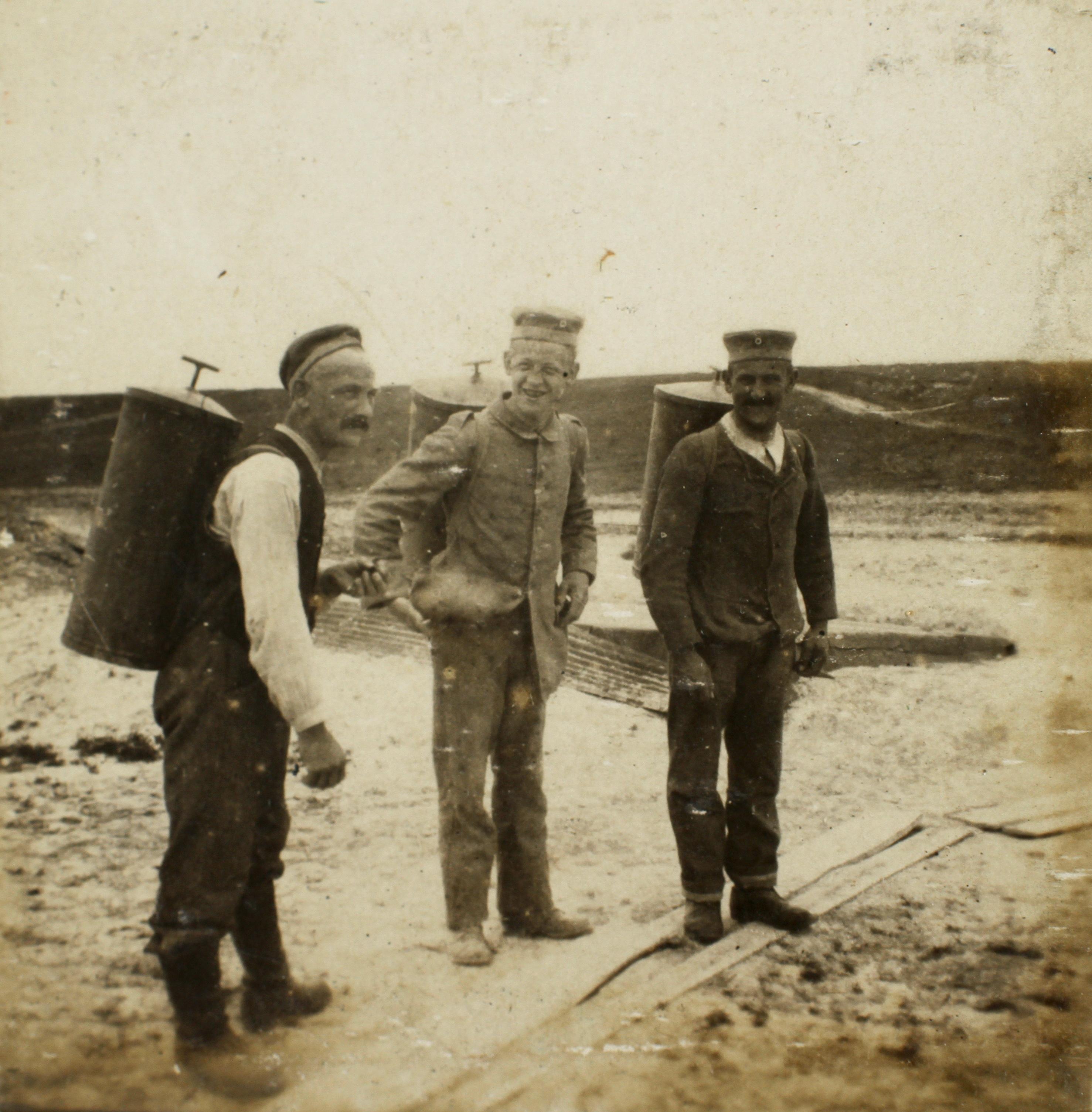 30. december 1914. Madhentning i mudder til knæene