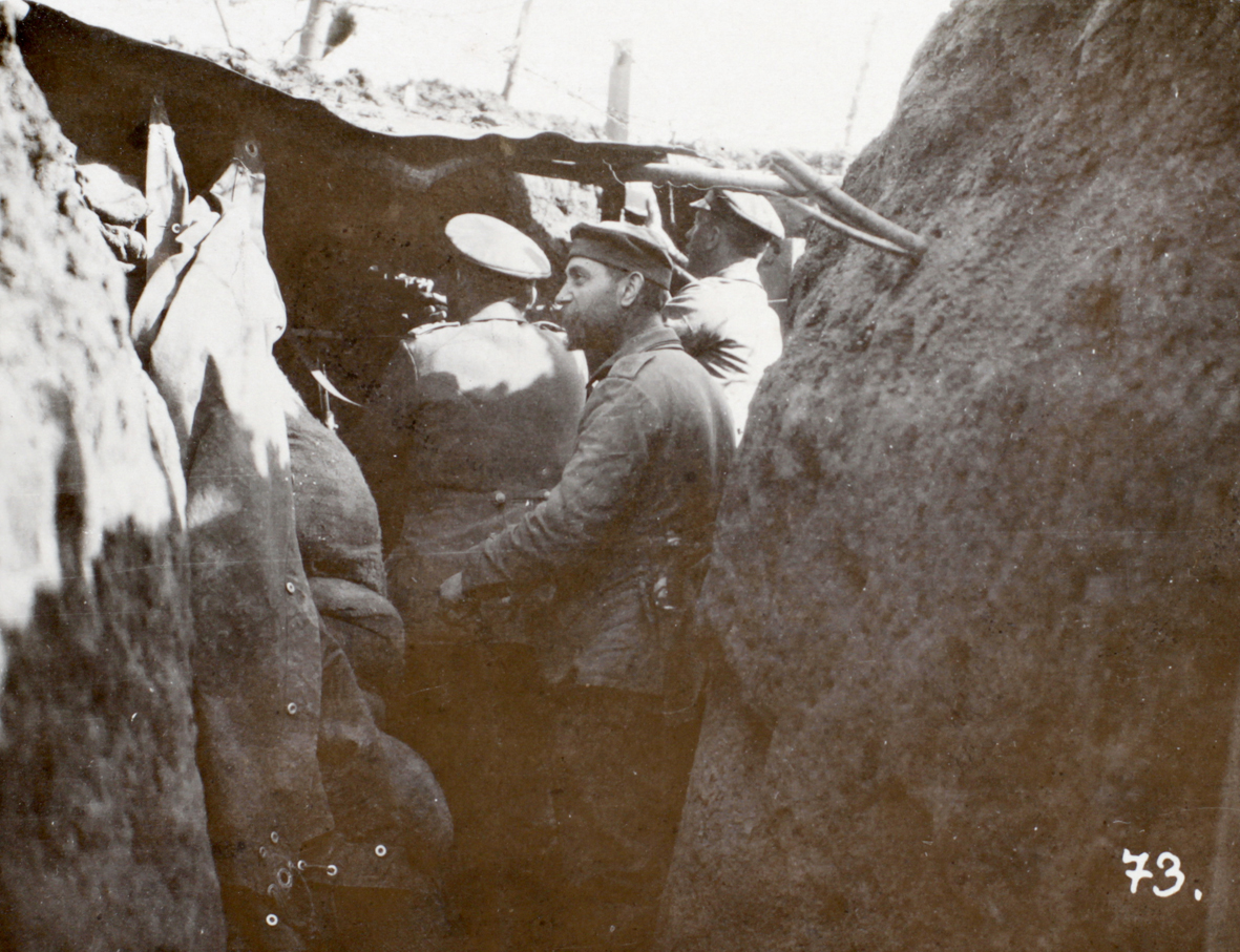 """8. april 1915. """"Der laa endnu 300 døde Franskmænd i Pigtraadshegnet, samt deres Kaptajn og hans Hest. """""""