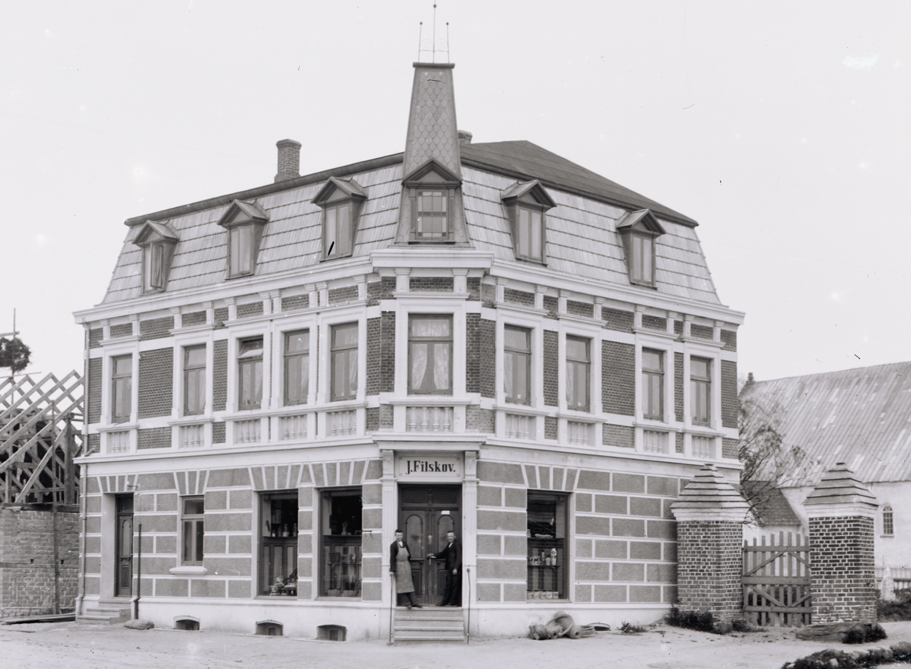 9. marts 1915. Købmand Filskov i Møgeltønder rost af amtsforstanderen