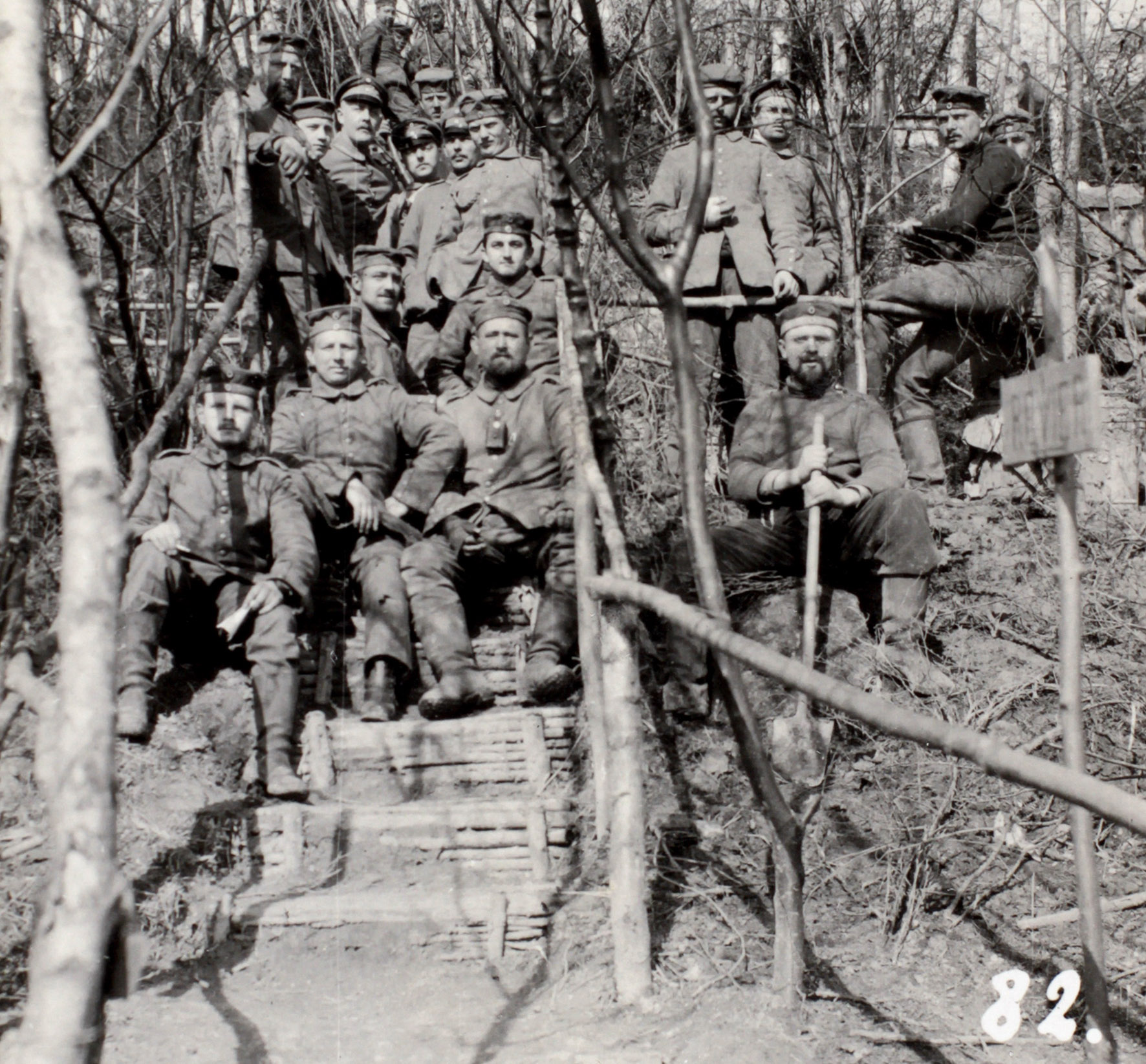 """12. april 1915. Efter sprængningen ved Moulin: """"Et stort, tragtformet hul på godt 30 meter."""""""