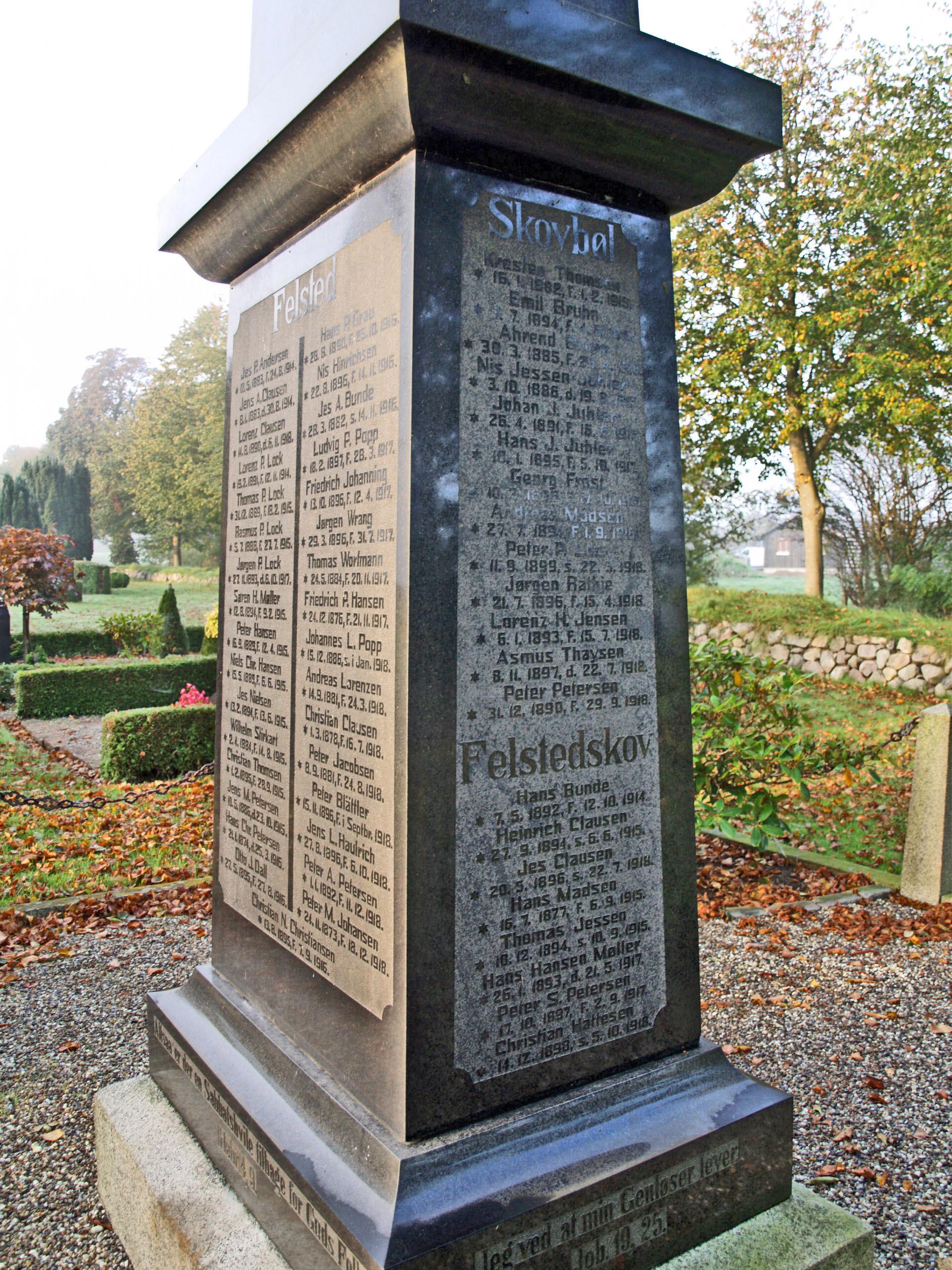 Mindesten, Felsted Kirkegård