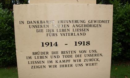 Detalje af mindesten, Haderslev Klosterkirkegård