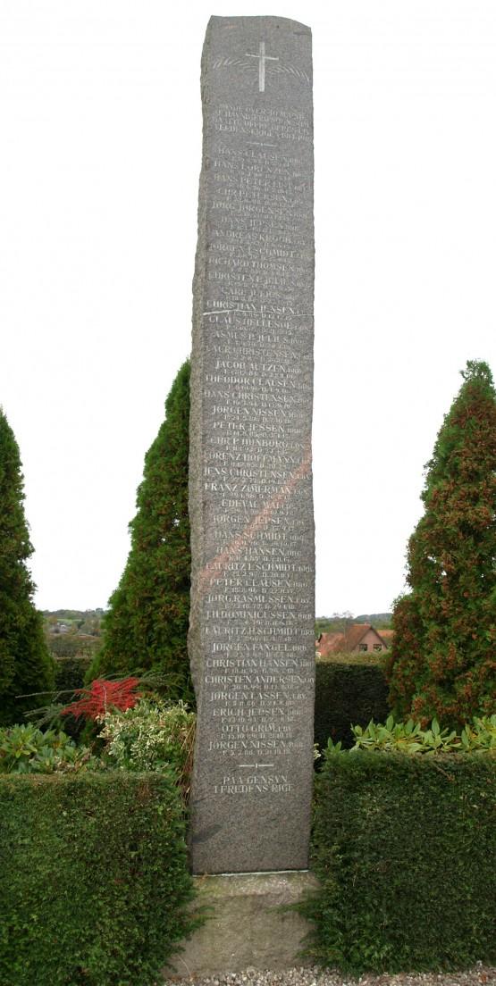 Mindesten, Havnbjerg Kirkegård. Claus Hellesøe står lige under det hvide mærke