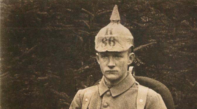 "5. august 1916. Kresten Andresen: ""… det kan ikke nægtes, at hjertet tit står stille i brystet på én, når den svære haubitzer kommer susende"""