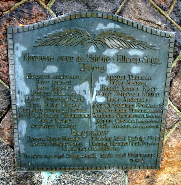 Mindesten, Ullerup Kirkegård, med brødrene Peter og Jens Jensens navne