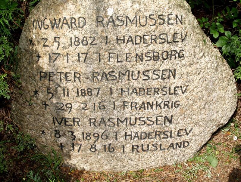 Mindesten, Damager Kirkegård, Haderslev, med brødrene Ingvard, Peter og Iver Rasmussen