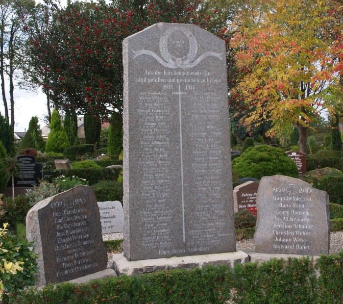 Mindesten, Rise Kirkegård. Christian Tranum står som nr. 5 i højre side