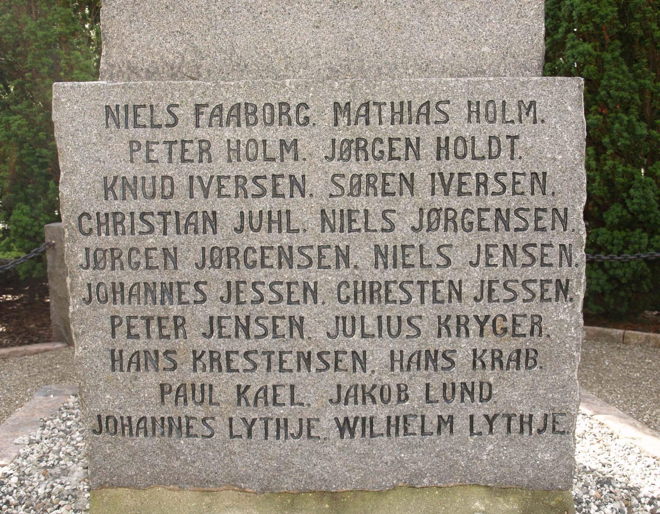 Detalje af mindesten, Tyrstrup Kirkegård