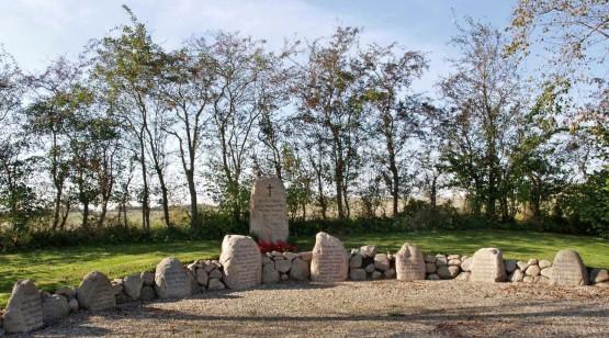 Mindesten, Rinkenæs Kirkegård
