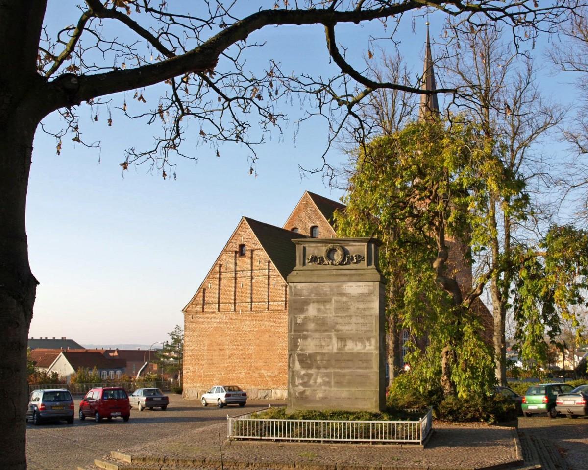 Mindesten ved Skt. Marie Kirke, Sønderborg