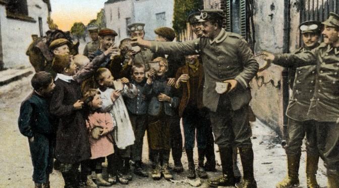 24. februar 1917. Sultne tyske børn tigger mad hos soldaterne