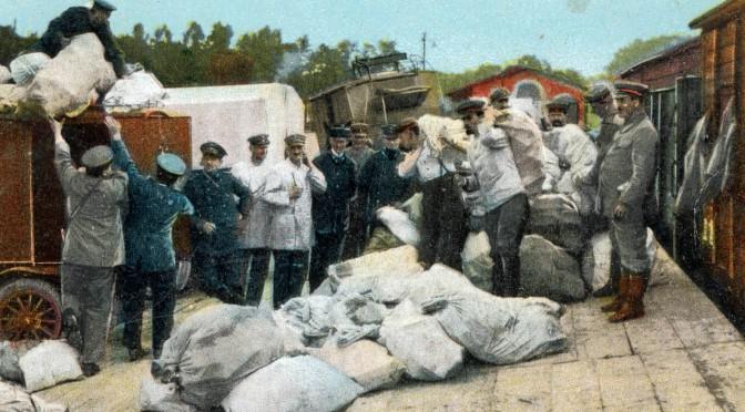 21. december 1916. Kammeratskab: Julepakken hjemmefra fordelt mellem kammeraterne