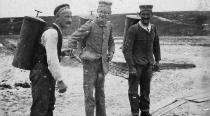 """19. august 1917. """"Kan I taale en lille Dram,« spurgte Kokken og kom med et Kogekar fuldt af Brændevin"""""""