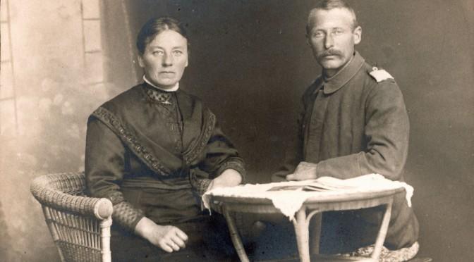 15. maj 1916. Levende begravet ved højde 304 – reddet af stålhjelmen … og af konen derhjemme?