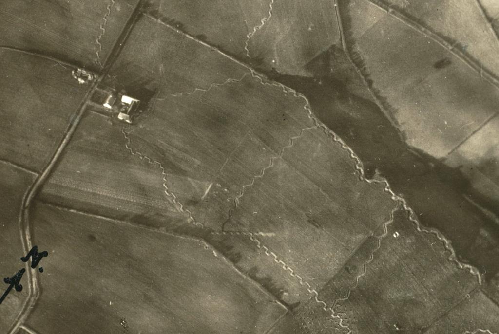 Udsnit af luftfoto af Sikringsstilling Nord syd for Kalkenberg ved Vedsted (Johannes Bruchhof)