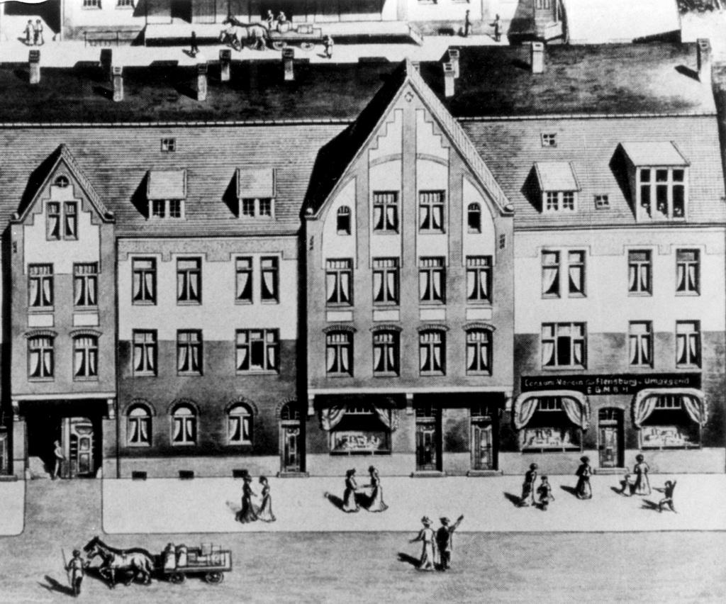 Tegning af husrække i Åbenrågade, Flensborg o. 1910. Nederst til højre ses indkøbsforeningen Consum Verein Flensburg u. Umgegend (Arkivet ved Dansk Centralbibliotek for Sydslesvig)