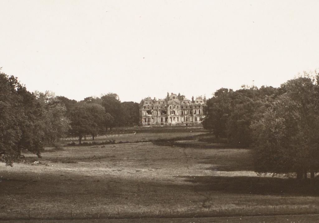 Slottet i Havrincourt før sprængningen (Willy Holz Album, privateje)