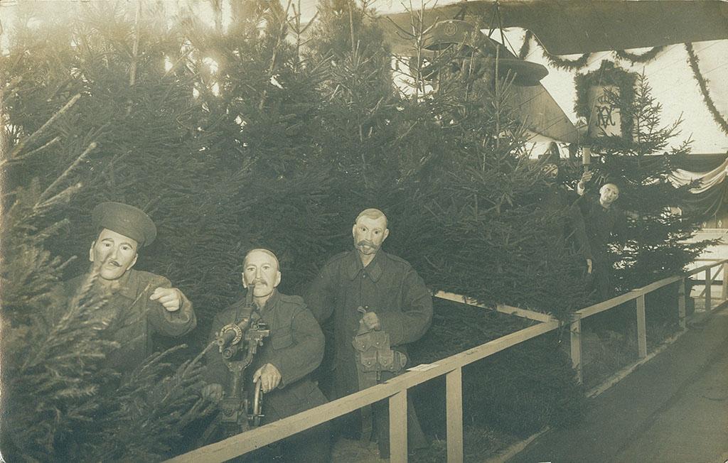 Engelske tropper med maskingevær, Krigsudstillingen Flensborg 1916 (Arkivet ved Dansk Centralbibliotek for Sydslesvig)