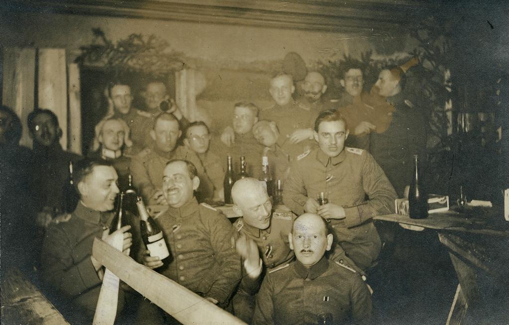 Officerer fra Infanterie-Regiment Nr. 63´s anden bataljon fejrer kejserens fødselsdag for anden gang, Rusland 30. januar 1917 (Arkivet ved Dansk Centralbibliotek for Sydslesvig)