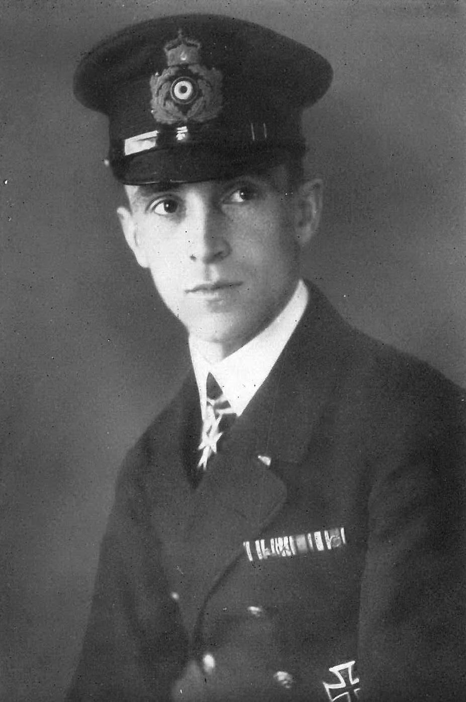 Horst Freiherr Treusch von Buttlar Brandenfels, kaptajn på luftskibet L54 (Fra hans bog Zeppeline gegen England).