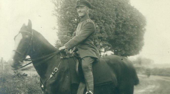 """1. august 1917 – Johannes Ankersen: """"steg … på min stridshest og red højt syngende af sted"""""""