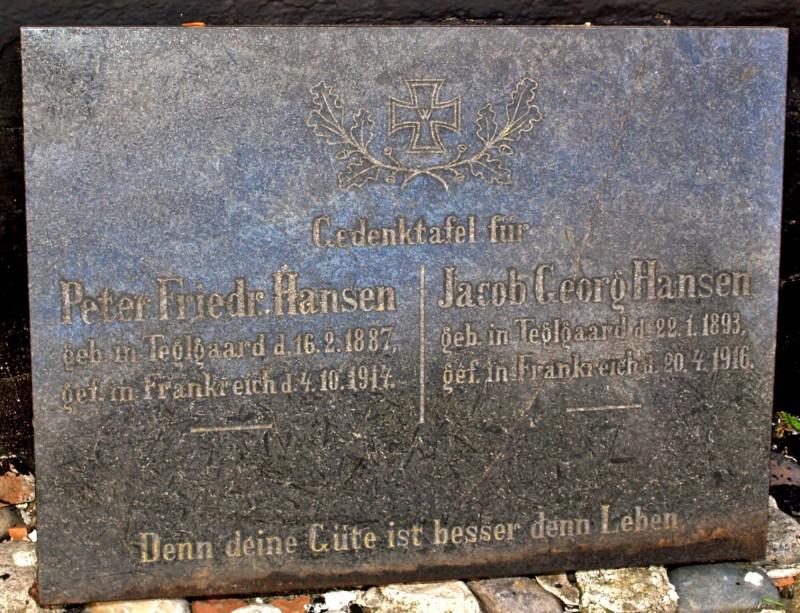 Mindesten på familiegravsted, Nørre Løgum Kirkegård