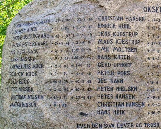 Detalje af mindesten, Oksenvad Kirkegård