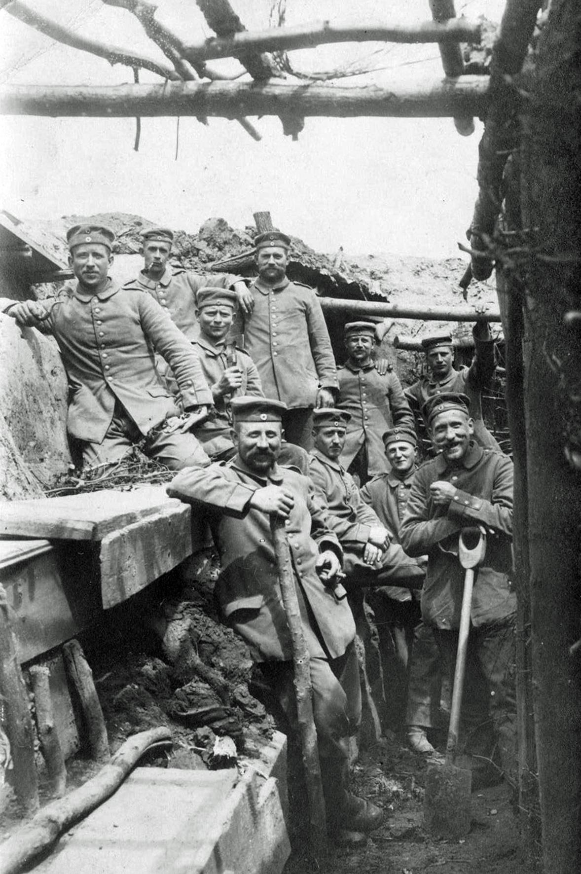12. juni 1915. Jakob Moos på gravearbejde i forreste linje