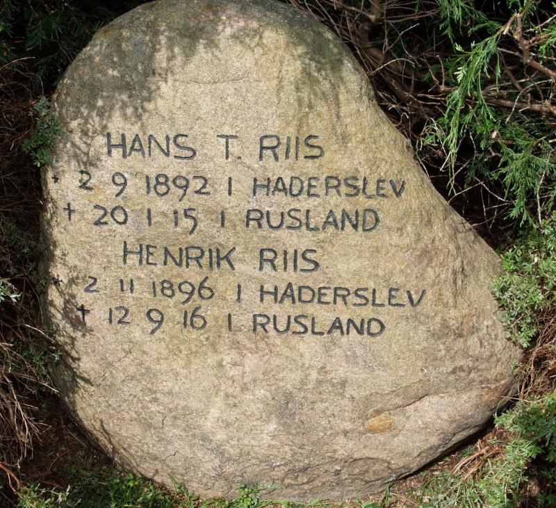 Mindesten, Damager Kirkegård, Haderslev, med brødrene Hans og Henrik Riis