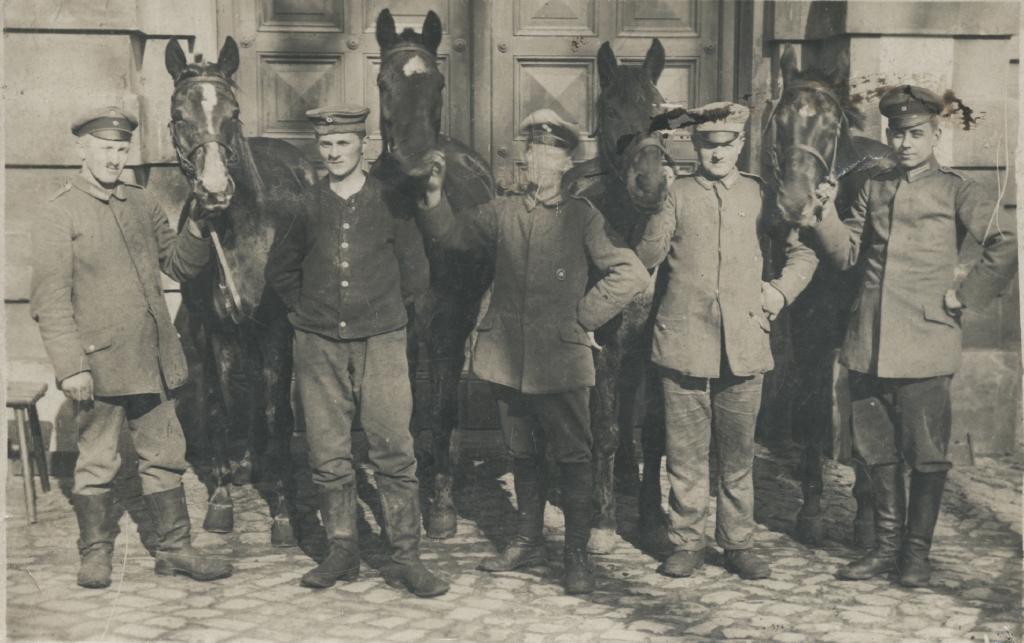 """26. april 1915. """"Artilleristerne havde slagtet en hest."""""""