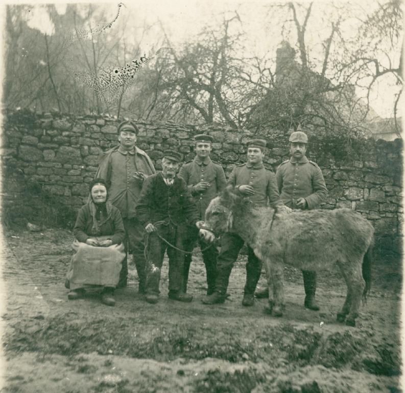 26. november 1915. IR84 ved Moulin: Forholdet til de lokale