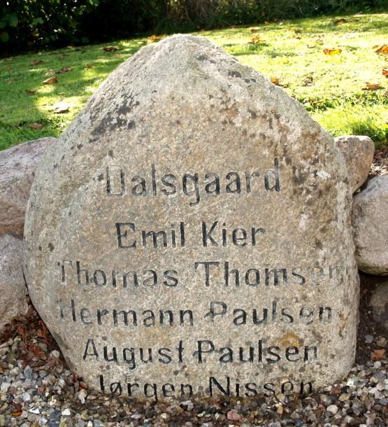 Mindesten, Rinkenæs gamle Kirkegård med Emil Kiers navn