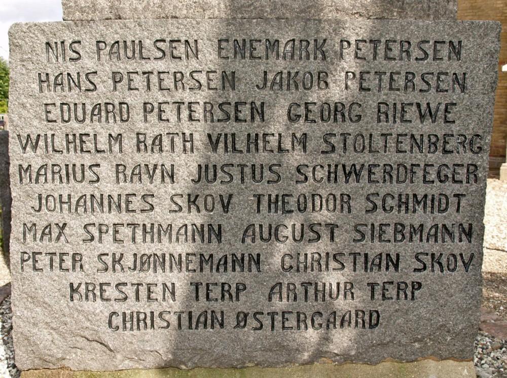 Detalje fra mindesten, Tyrstrup Kirkegård
