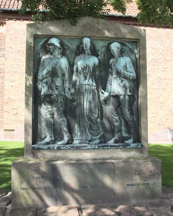 Mindesten ved Skt. Nicolai Kirke, Aabenraa