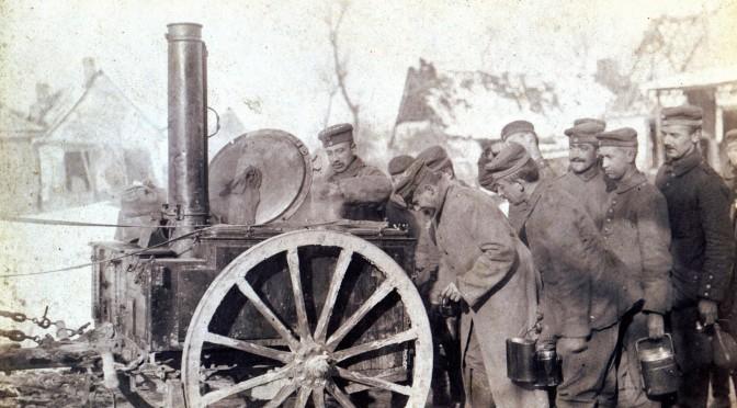 "7. februar 1916. Soldatermenu: ""Drahtverhau"", ""Fusslappen"" og ""Blauer Heinrich"""