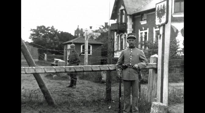 31. juli 1914. Truende krigsfare: Grænsen spærres. Al myndighed overgår til militæret!