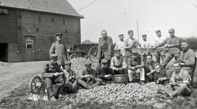 9. juli 1917. Hårdkogte frontsoldater og kogte kartofler: Sådan en Blödmann-Hollweg!