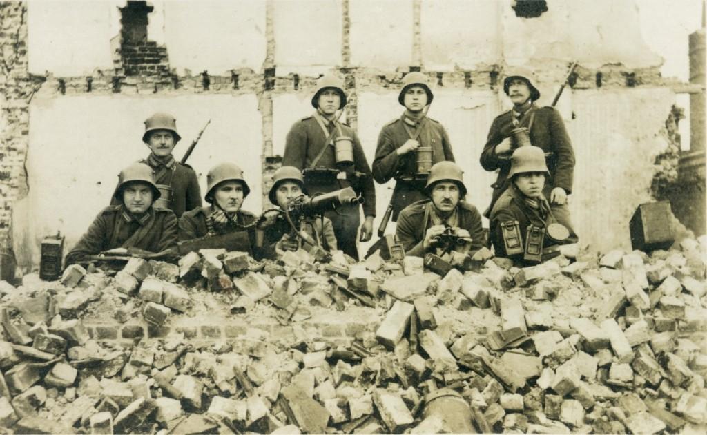 6a44-127_maskingeværgruppe