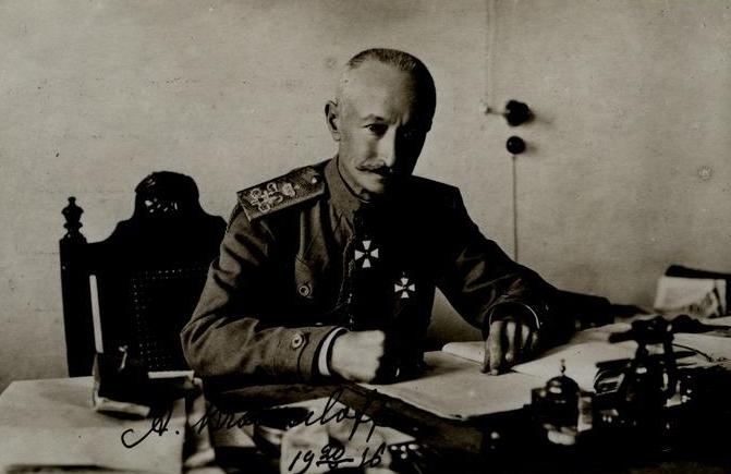 Foto af den russiske general Aleksej Brusilov fra 1916. Han var hovedarkitekt bag den russisk offensiv. Fra Wikimedia Commons.