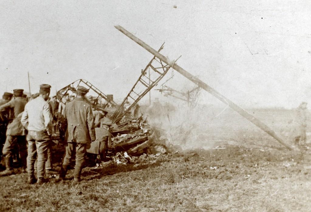 "Påskrift, bagside: ""Von Oberltn. v. Richtofen heruntergeschossenes engl. Kampflugzeug (am 14/4. 17 in Gegend Douai)"