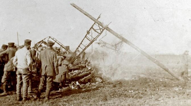 """17. august 1917. Eskildsen: """"En tysk Flyvemaskine er styrtet ned 50 Meter fra Vejen."""""""
