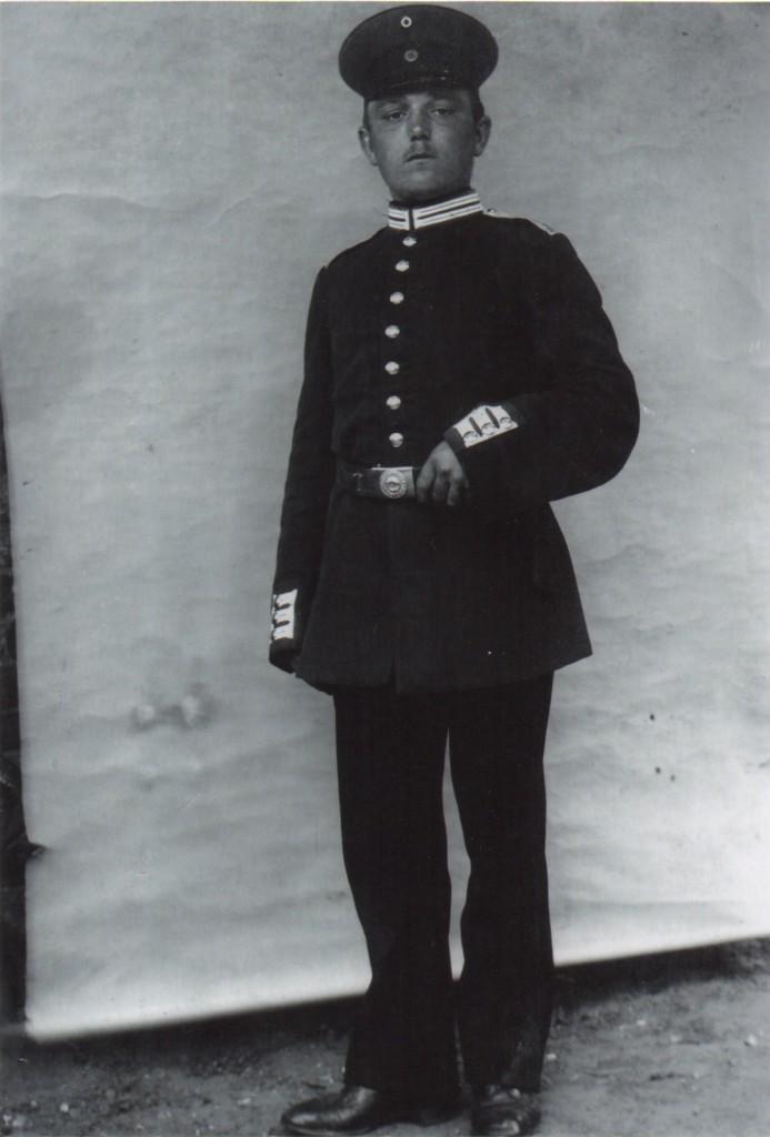 Carl Theodor Thode (1895-1986) fotograferet 1915 i Schwerin. Original i privateje.