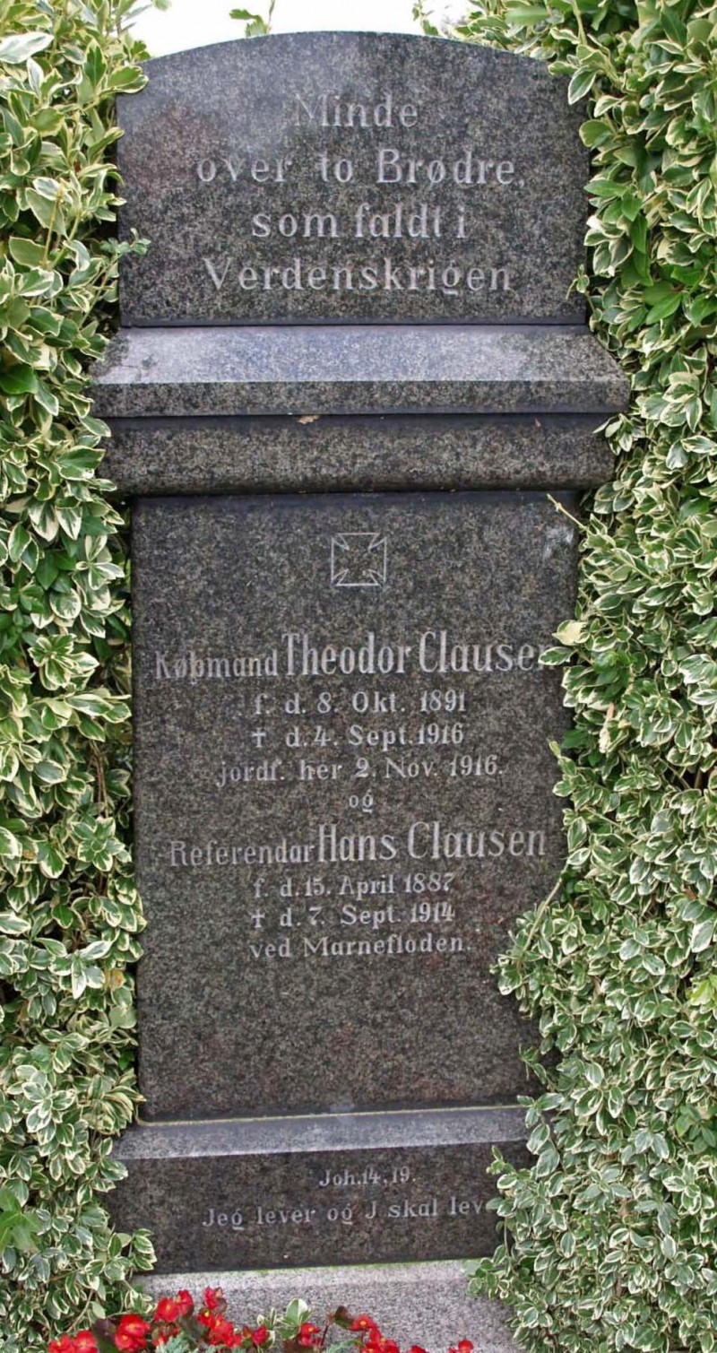 Mindesten, Havnbjerg Kirkegård, med brødrene Theodor og Hans Clausen
