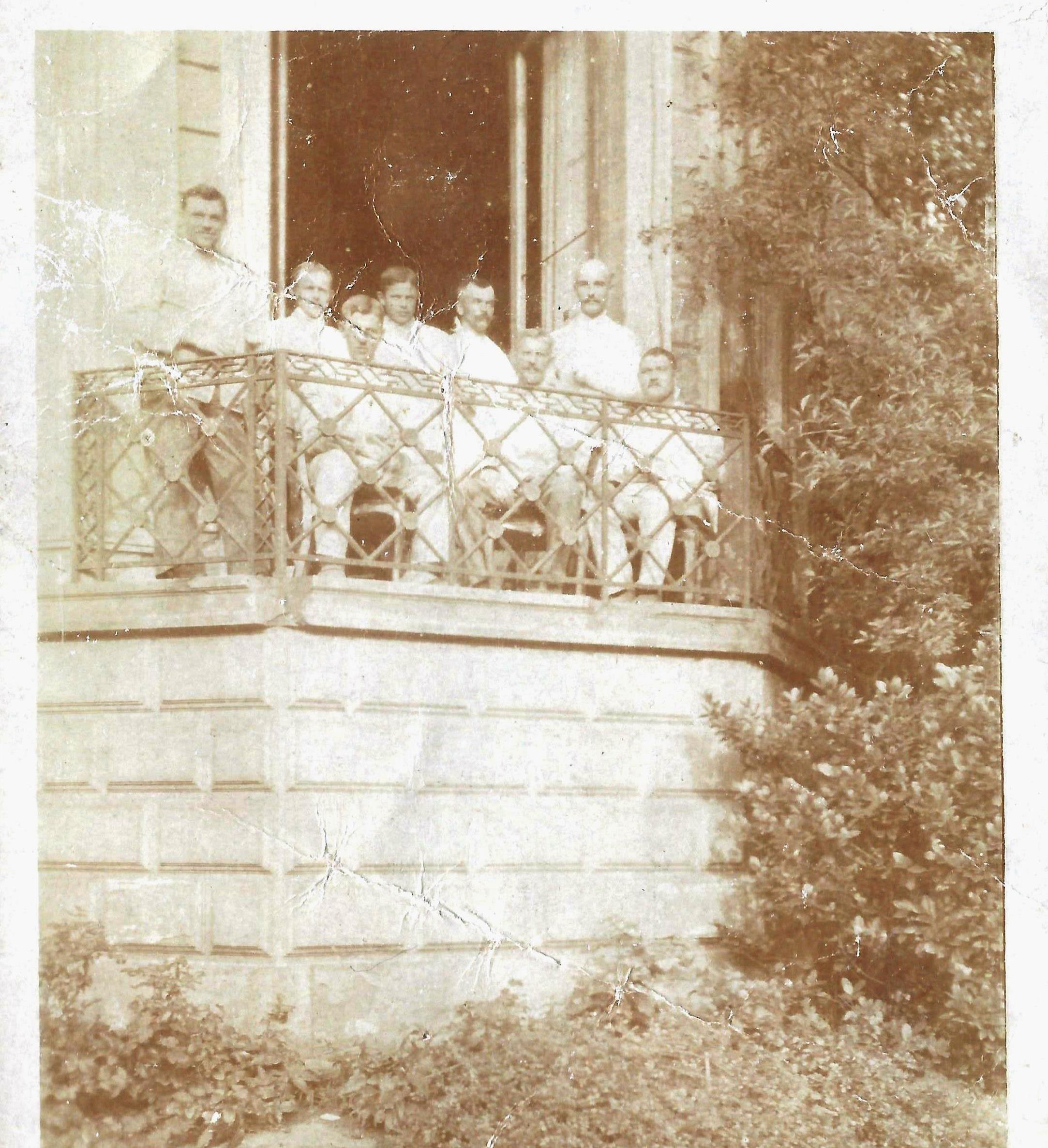 På lazaret september 1917. Jørgen Andresen er nr. 3 fra højre