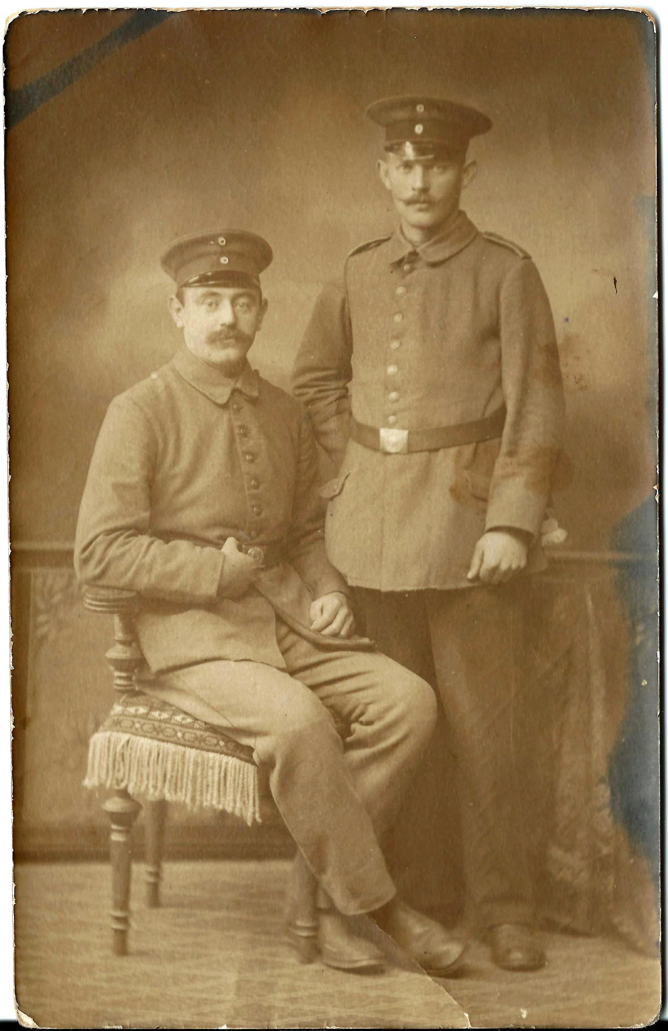 Jørgen Andresen skriver: Gotha 2. december 1916 Kære familie. Vi var 90 Nordschlesvigere sammen, da jeg blev indkaldt. Det er nu den sidste af dem på billedet. Og han er nu også kommen herfra, så nu er jeg ene. Mange hilsener Eders Broder.