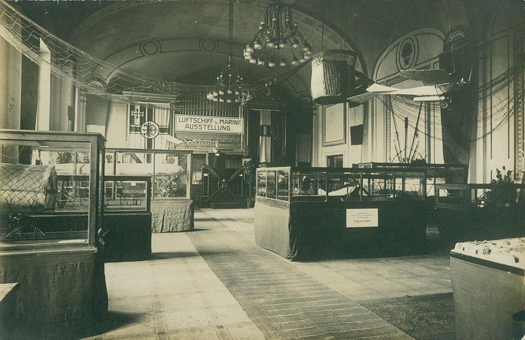 Udstillingsrum for luft- og søkrig, Krigsudstillingen Flensborg 1916 (Arkivet ved Dansk Centralbibliotek for Sydslesvig)