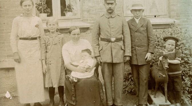 Fra billedsamlingen: Afsked med familien før afrejsen til fronten