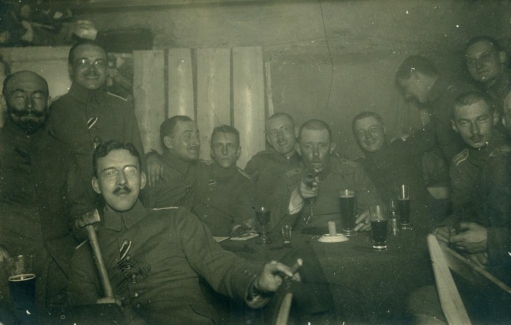 Officerer fra Infanterie-Regiment Nr. 63´s anden bataljon fejrer kejserens fødselsdag, Rusland 1917 (Arkivet ved Dansk Centralbibliotek for Sydslesvig)