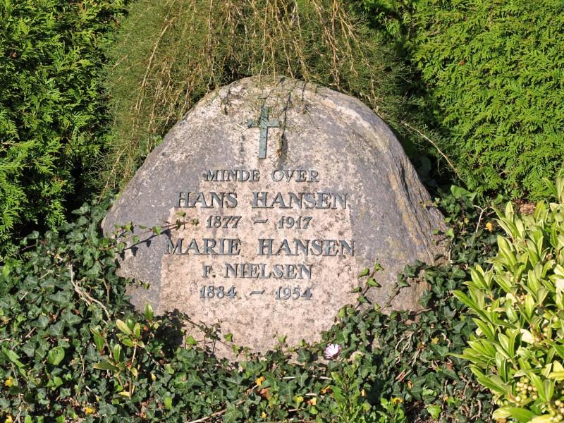 Mindesten på familiegravsted, Grarup Kirkegård